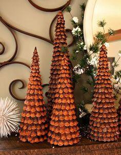 3 ideas geniales para hacer un árbol de Navidad con piñas - https://decoracion2.com/3-ideas-geniales-arbol-de-navidad-con-pinas/ #Arboles_De_Navidad, #Decorar_Con_Piñas, #Ideas_De_Navidad_DIY