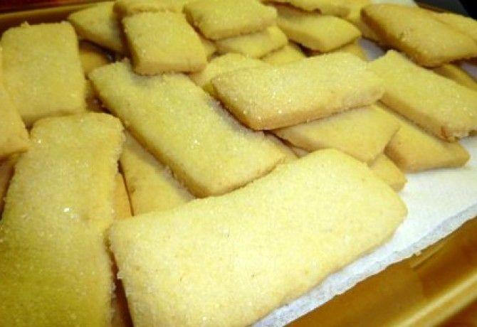 Skót vajas keksz Yoffi konyhájából recept képpel. Hozzávalók és az elkészítés részletes leírása. A skót vajas keksz yoffi konyhájából elkészítési ideje: 160 perc