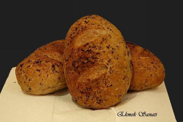 Fesleğen Soslu Roll Ekmekleri