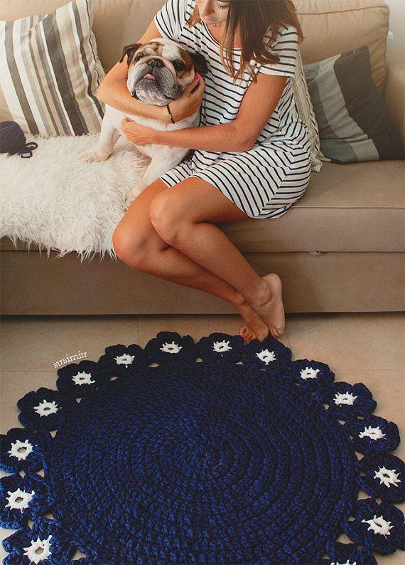 Alfombra tejida mano a crochet con Trapillo modelo por SusiMiu