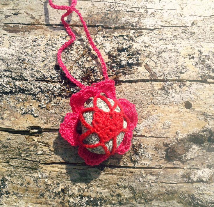 Crochet handmade Pebble, Rock, Stone Pendand Necklace with heart. Uncinetto fatto a mano collana sasso, pietra, roccia con  cuore