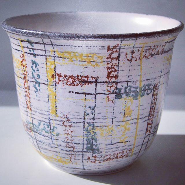 West geraman pottery planter    #wgp #westgermanpottery #westgerman #planter #potteryflowerpot #flowerpot #pot #flower #abstract Abstractdecor #geometrical #white #yellow #stripes #mimdcentury #vintage #retrostyle #sales