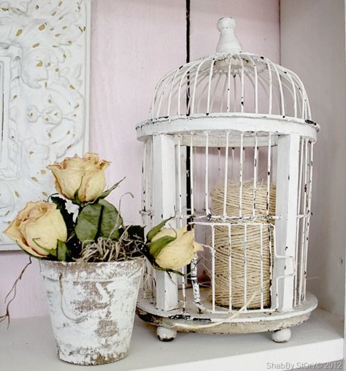 Thrift birdcage painted repurposed as decor diy for Cages a oiseaux decoratives