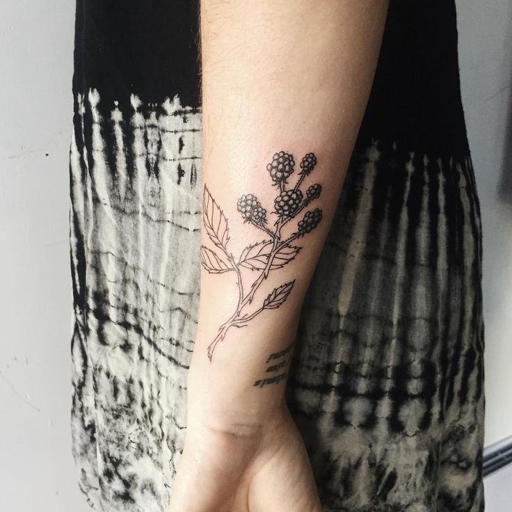 15 best flower tattoos images on pinterest tattoo ideas ideas for tattoos and tattoo designs. Black Bedroom Furniture Sets. Home Design Ideas