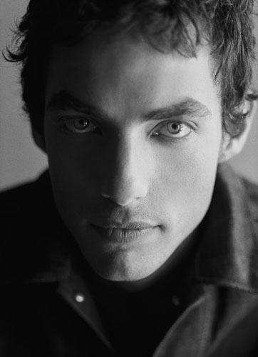 Jakob Dylan - he looks like his daddy. http://mellomellomel.blogspot.com/2011/11/jakob-dylan-is-love.html