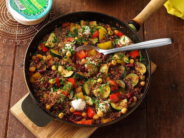 kryddig köttfärsgryta med grönsaker och labneh - Sevan