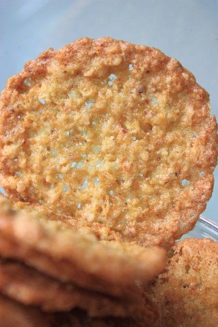 """Хрупкое, слегка тягучее печенье, похожее на пахлаву, пробуйте на здоровье! Ингредиенты: Овсяные хлопья 1 стакан ( 82 гр ) брала """"Ясно солнышко № 3"""" Яйцо 1 шт. ( среднее, заранее достать из х…"""