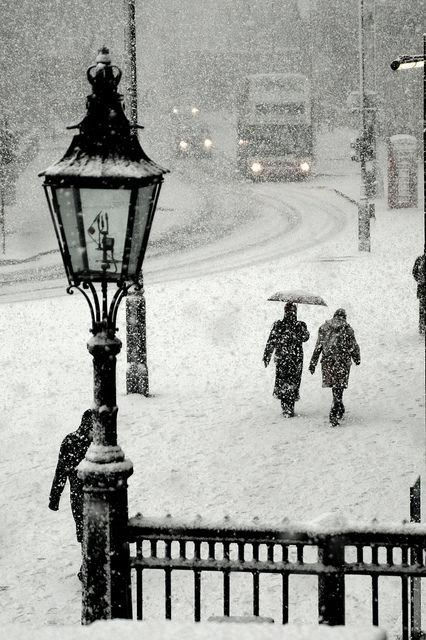 travel :: snowy winter, trafalgar square, london, england, united kingdom