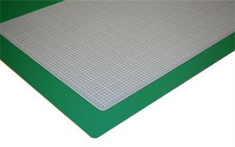 Skjærematte transparent grå 30 x45 cm. Finnes f.eks hos Luth.no  eller Staples