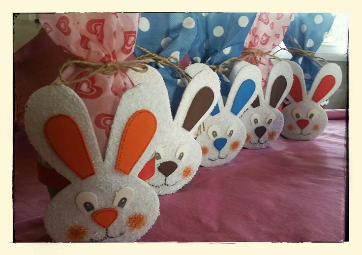 Conejos de pascuas en goma eva