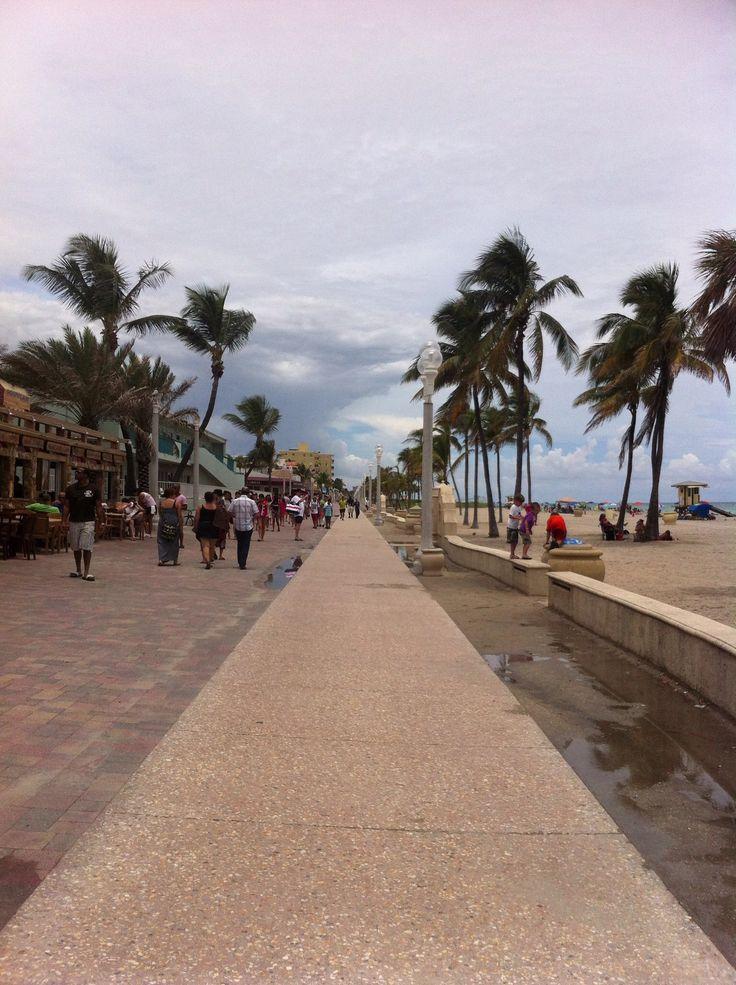 SOUTH BEACH, MIAMI BEACH, FL - boardwalk.