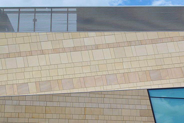 Derby nel Derbyshire, Derbyshire. Quad Multimedia Centre, Facciata in pietra naturale