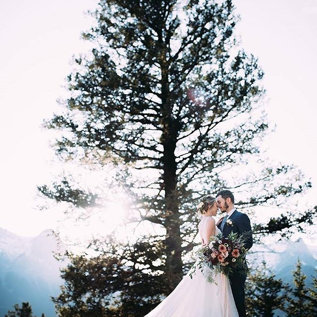 #EWGroom The full feature of this post is coming out on @rockymtnbride January 22! Repost : @liliesandlacebeautyco Full feature on @rockymtnbride coming out Jan 22nd!    Hair| Natalia @liliesandlacebeautyco   Mua| Nicole @liliesandlacebeautyco .  Repost from @rockymtnbride using @RepostRegramApp - RMB // In October, we partnered with @raeleneschulmeisterphotography for a one day Gather & Gain workshop! We awarded one talented photographer with an online feature and we are excited to show you…