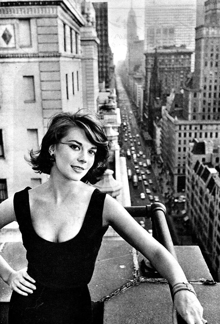 Natalie Wood photographed by William Claxton in... - Natalie Wood