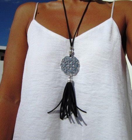 collana in cuoio da DonnaCollana di cuoio delle donne