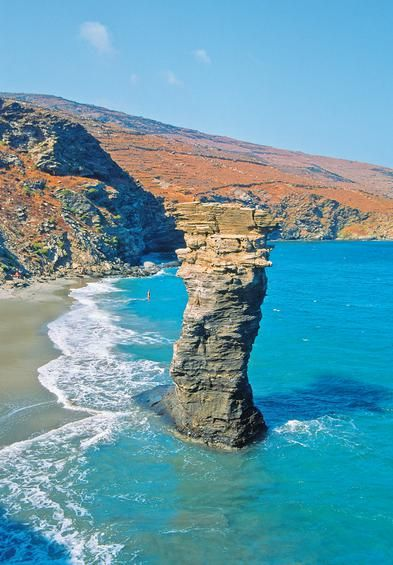 ΑΝΔΡΟΣ...Η παραλία της Γριάς το Πήδημα στο Κόρθι.  Φωτογραφία: Θοδωρής Αθανασιάδης