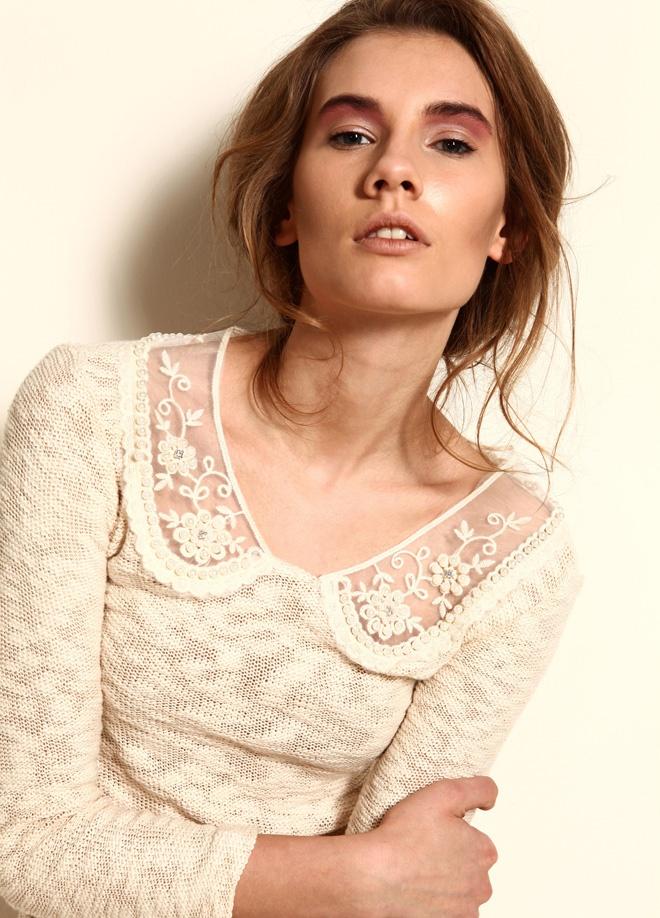 Miss Selen's Yakası tüllü boncuklu tunik Markafoni'de 59,99 TL yerine 34,99 TL! Satın almak için: http://www.markafoni.com/product/3268760/