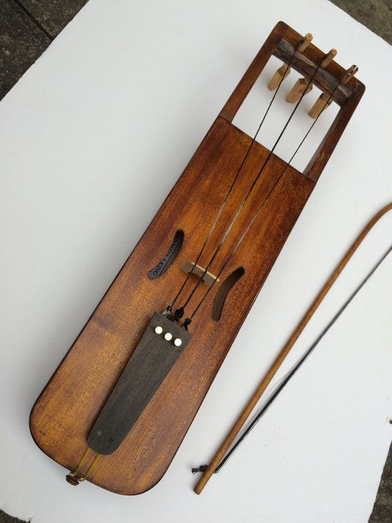 2016 model Bowed lyre video here: https://youtu.be/05D2qn4-R74  Made to order in 8-10 weeks  German Spruce soundboard Baltic spruce/pine body Fruitwood pegs Beech bow Antique oak finish Frame glued together from separate pieces. Pine backboard. Spruce top glued with animal glue. And whittled plum or cherry pegs. Comes with Horsehair strings, bow and rosin, If a case is required please add £75, (see drop down menu)  Either traditional tuning: commonly tuned : (left to right) is f Bb d# with…