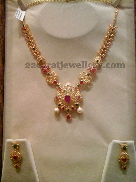 Jewellery Designs: 42 Grams Floral Necklace in Uncut Diamonds