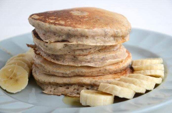 Hot Cakes Veganos De Platano.  **EI plátano contiene fibra, Vitaminas A, B6 y C, Magnesio Fósforo, Hierro, Zinc, Selenio y Potasio**  Ingred...