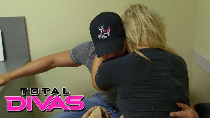 Natalya receives some upsetting news from Tyson Kidd: Total Divas, Decem...