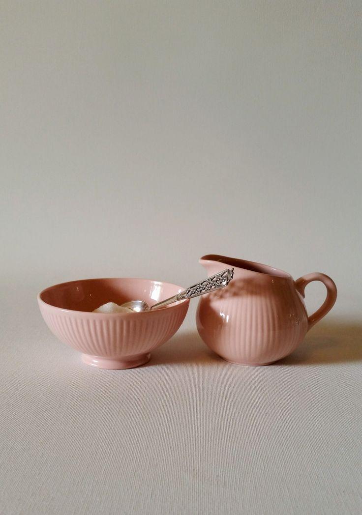 Arabia 'Sointu' Kaj Franck pink creamer and sugar bowl Finland mid century by NordicFiesta on Etsy
