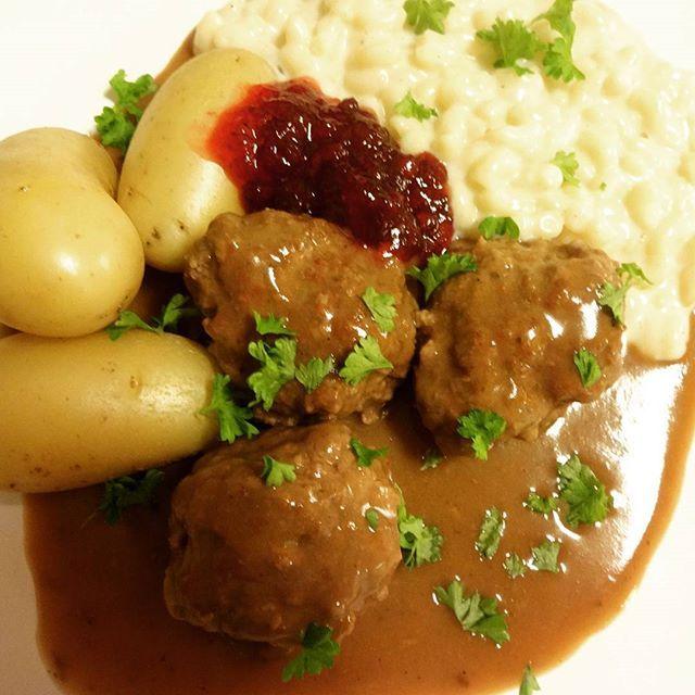 Edel's Mat & Vin : Kjøttkaker i brun saus med makaronistuing