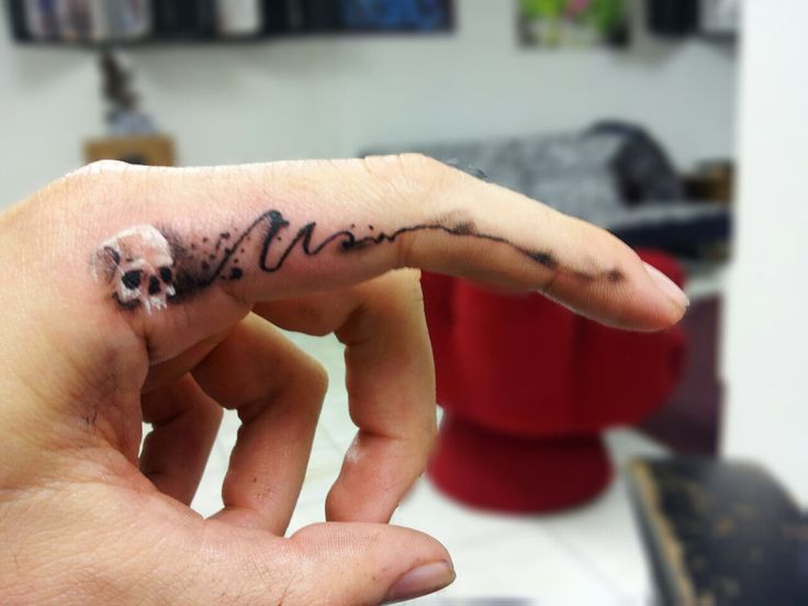 30+ Freaking Awesome Finger Tattoo Design | EntertainmentMesh