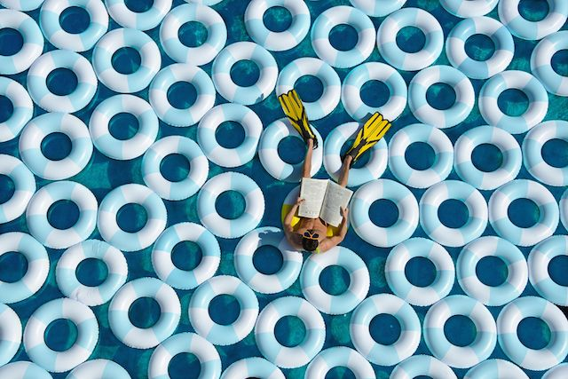 Pool and Rubber Rings Creative Photography – Fubiz™