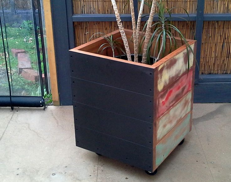 Single advertising planter