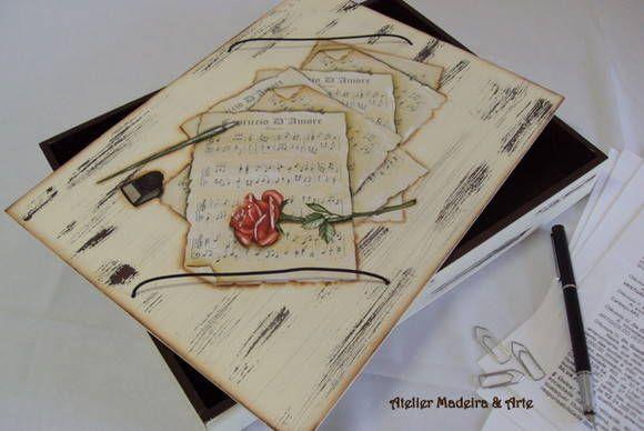 Linda pasta em mdf decorada com pátina provençal e decoupagem. Ótima para organizar papéis e documentos.