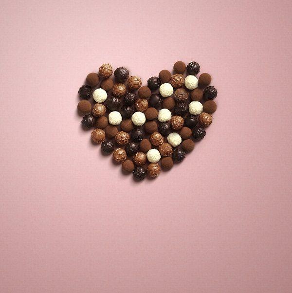 Gerçek aşkı ancak gerçek çikolata anlatır.Sevgililer Günü Aşk Koleksiyonu,özel kalpli ambalajlarıyla gerçek aşıkları bekliyor.