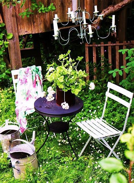 Fika, bord, stol, ljuskrona, blommor