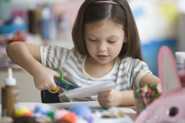 Take your kids to free arts and crafts classes at Lakeshore Learning Centers. These free classes are held at their locations around the country.