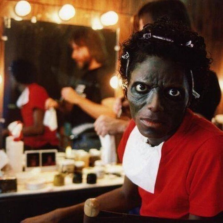"""Michael Jackson apply make-up for the filming of the video, """"Thriller"""", the United States, 1982"""