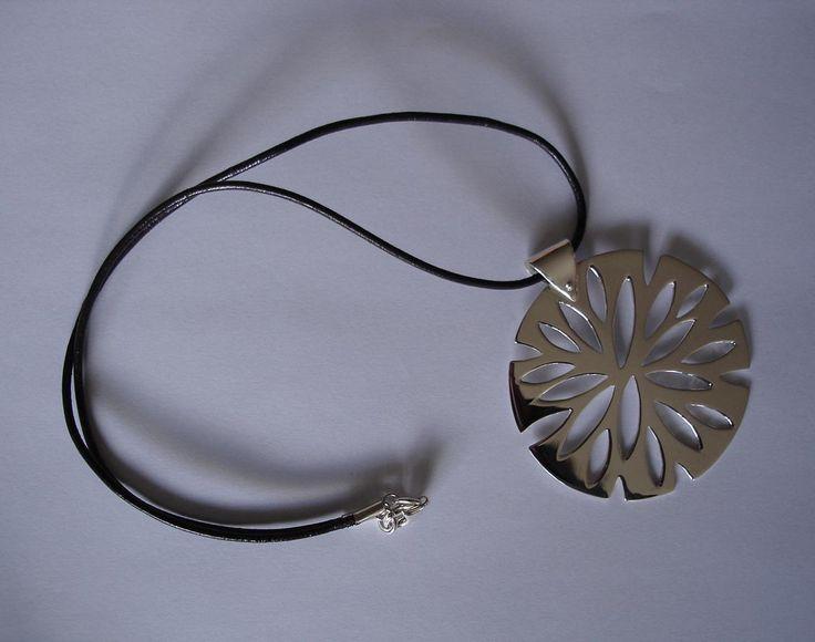 Dije otoño, Beatriz Zuñiga diseñadora de joyas.