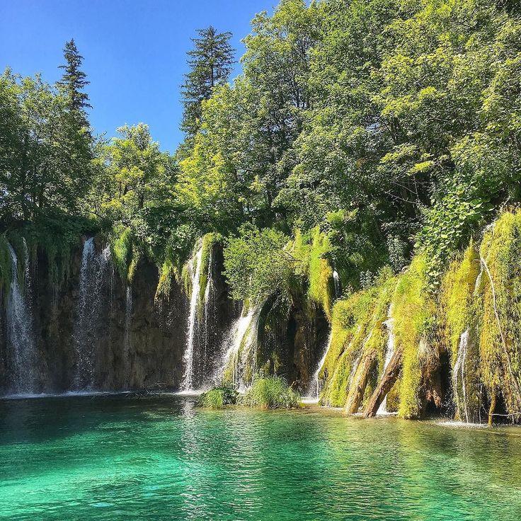 #happylittlecaravan #hrvatska #croazia #waterfall #lake #plitvice  #plitvicelakesnationalpark #trekking #hiking