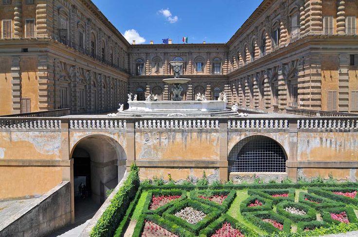 Jardines Boboli en el Palacio Pitti, una de las mayores zonas verdes de la ciudad y todo un museo al aire libre. Allí estatuas, grutas y fuentes se esparcen por un bello jardín al que habrá que dedicarle unas cuantas horas por su extensión, en una ciudad en la que las zonas verdes no abundan.