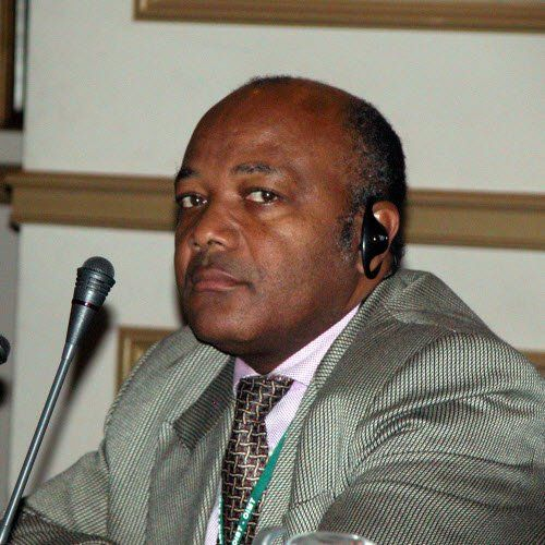 CAMEROUN :: Rouleau compresseur : Jean Williams Sollo à genoux devant Franck Biya :: CAMEROON - Camer.be