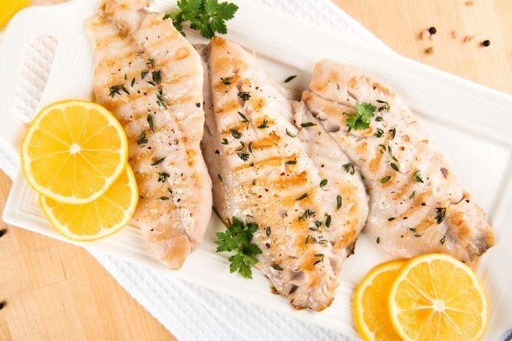 Итальянцы знают толк в приготовлении шедевров из совершенно обычных ингредиентов! Рыбка получается нежная, сливочная,пропитанная ароматами зелени, чесночка и с легкой кислинкой благодаря лимону.
