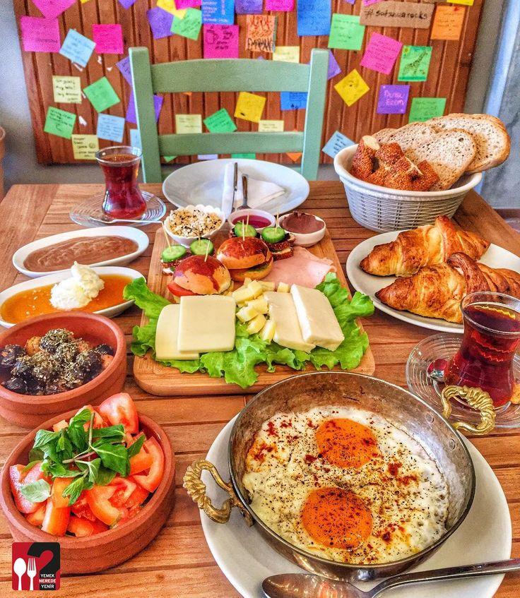 Serpme Kahvaltı- Satsuma Cafe / İstanbul ( Kadıköy - Moda ) Çalışma Saatleri 09:00-21:00 ☎ 0 530 418 47 07 Serpme Kahvaltı 35 TL / 2 Kişilik Bal Kaymak - Tahin Pekmez 9,5 TL Kruvasan 6 TL / Adet Alkolsüz Mekan Paket Servis Yok Sodexo, Multinet, Ticket, Setcart Yok Açık Alan Var▫ Otopark Yok Daha fazlası için Snapchat : yemekneredeynr takip et... ▫ Sınırsız çay servisi ile birlikte, Fotoğraftaki görsel 2 kişiliktir. Vişne reçeli ev yapımıdır.