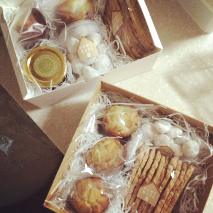 Homemade cookie box for little cousin and friend. Nuts biscotti, Boule de neige(aka snowball cookie), triple berry muffin.