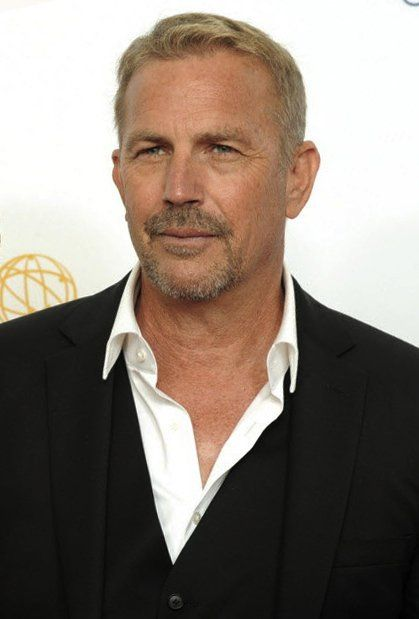Kevin Costner...I oddly find him extremely attractive.                                                                                                                                                      Más