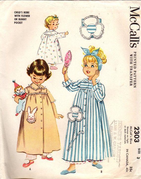 McCalls 2303: gebruik dit jaren 1950 vintage naaien patroon voor meisjes om te naaien een charmant kleed of badjas met een konijntje of bloem stoffen zak. Kleed de details: -lange rok verzameld om rechte jukken (voor- en achterzijde) -juweel hals -peter pan kraag -korte mouwen of lange mouwen met draai-rug manchetten -patch pocket gegarneerd met bunny stoffen of stoffen bloem -front knop sluiten -gegarneerd met kanten rand Zoete slaap stijl van 1958! Grootte 3 Borst 22 in Hip 20.5 in Patr...