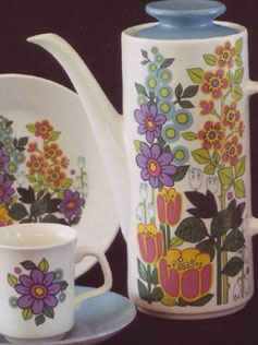 J & G Meakin 'Garden Party'. Haven't ever seen this pattern, it's lovely!