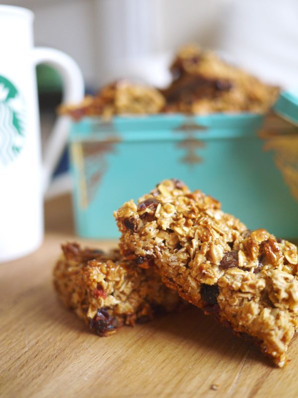 Homemade Breakfast Bars. Fewer cals than most diet bars, really filling and packed with slow release energy, bursting with anti-ageing, brain-boosting goodness. All in all, much better for you than a muffin from Starbucks (which comes in at a whopping 350cals).