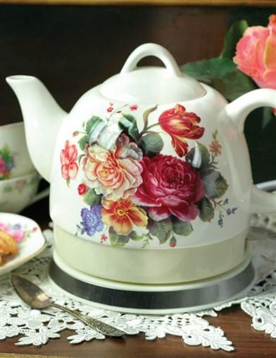 Plug the kettle in and we'll all have tea! This pretty electric hot water kettle boils quietly.