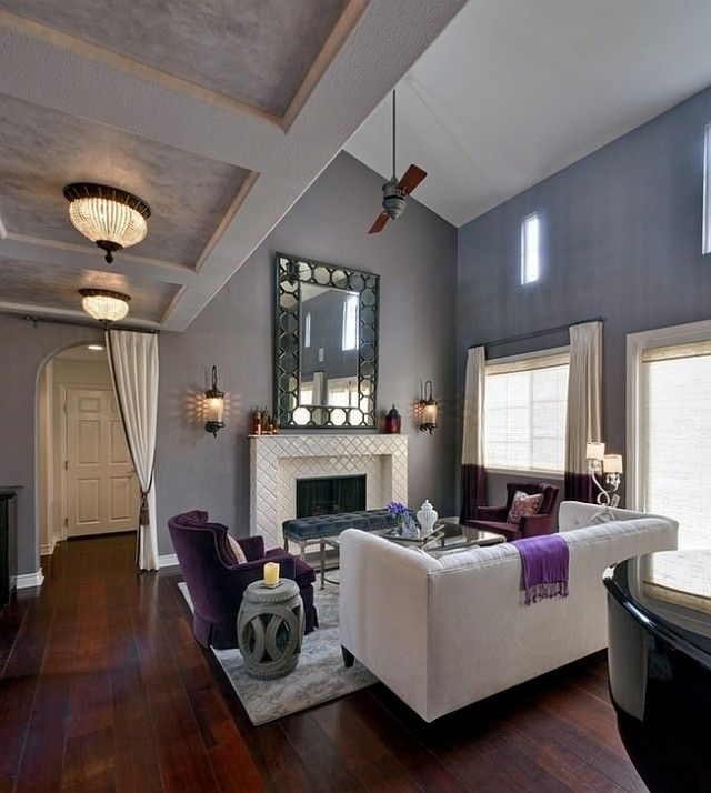 Wohnzimmer Wandfarbe Grau Weisses Sofa Lila Sessel Akzente