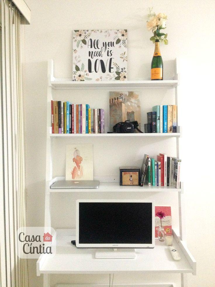 Decoração de escritório em casa: estante/escrivaninha Mango Tok&Stok. Foto: blog Casa da Cíntia.