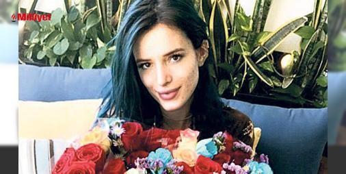 """15 milyon kutlaması: Bu rakamı kucağında çiçeklerle çektirdiği fotoğrafı paylaşarak kutlayan aktris, karenin altına """"15 milyon olduk ve ben her birinizi seviyorum"""" notunu düştü. ..."""